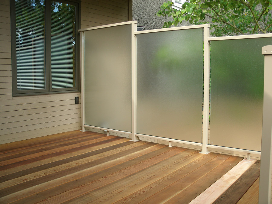 Aluminum deck privacy screen design and ideas for Garden decking glass panels