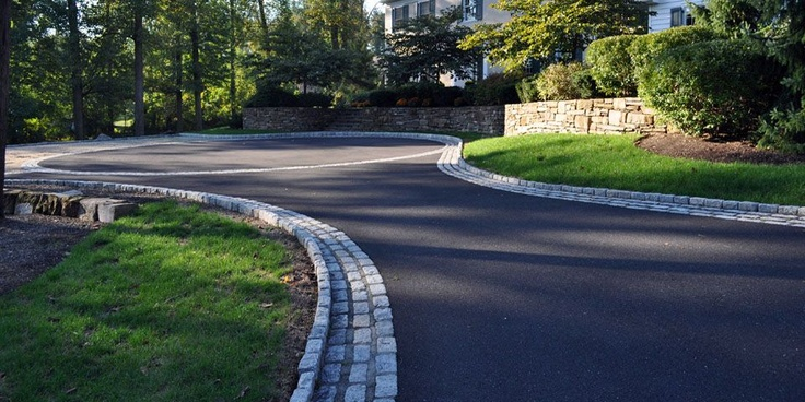 asphalt driveway landscaping ideas  photo - 2