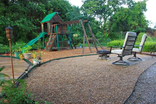 Backyard playground landscape design ideas design and ideas for Outdoor landscaping ideas backyard