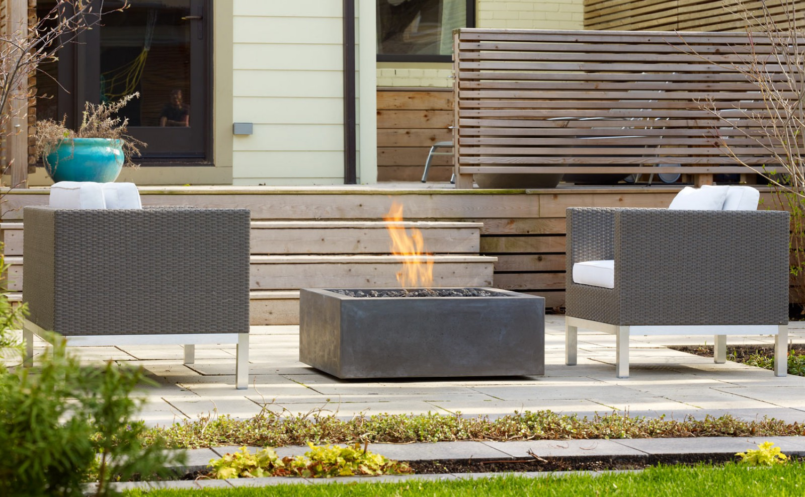 Modern outdoor fire pit design design and ideas for Outdoor modern fire pit