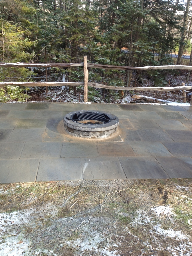 Blue stone patio with fire pit design and ideas for Blue stone patio with fire pit