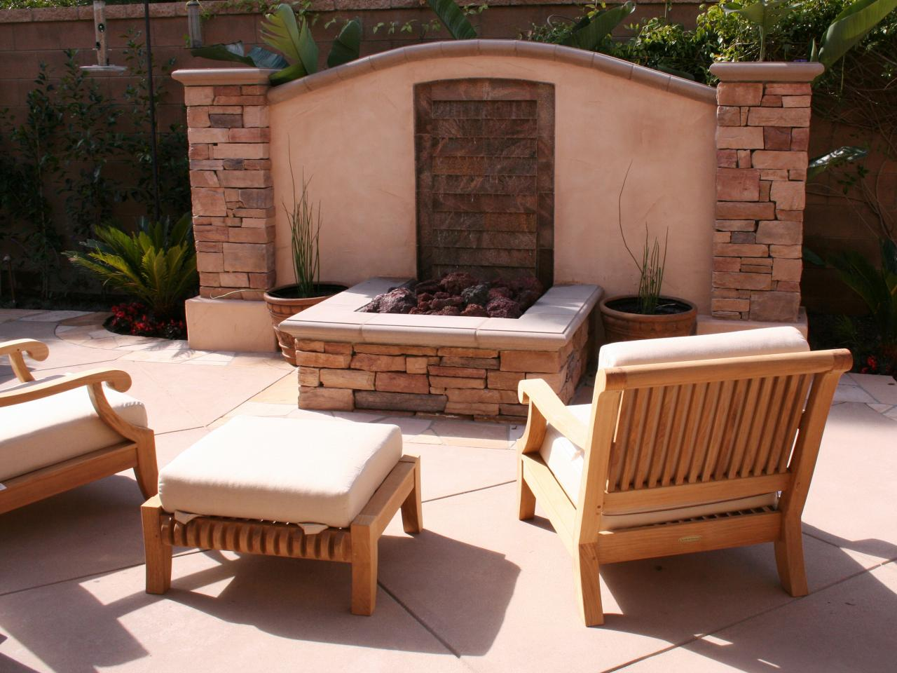 Choosing Ceramic Fire Pit for your Patio