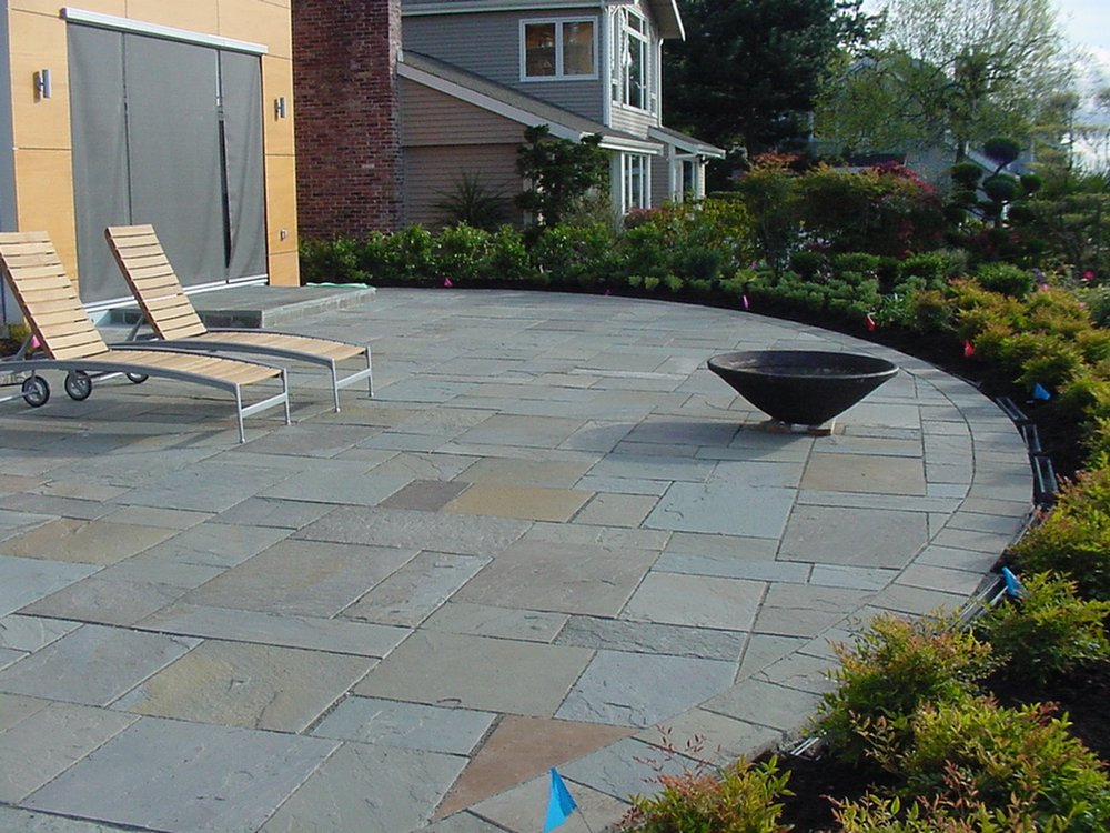 cleaning bluestone patio  photo - 1