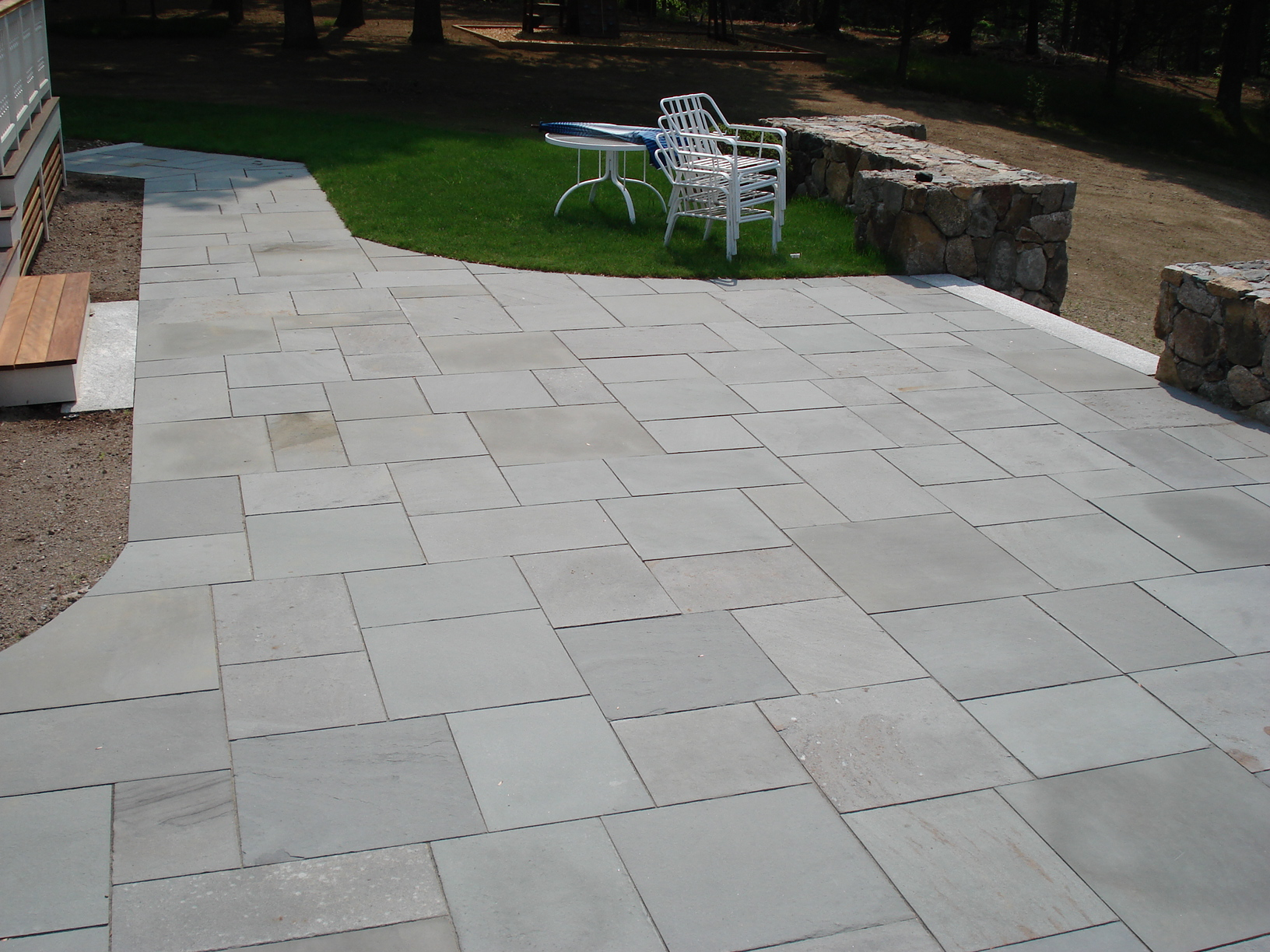 cleaning bluestone patio  photo - 2
