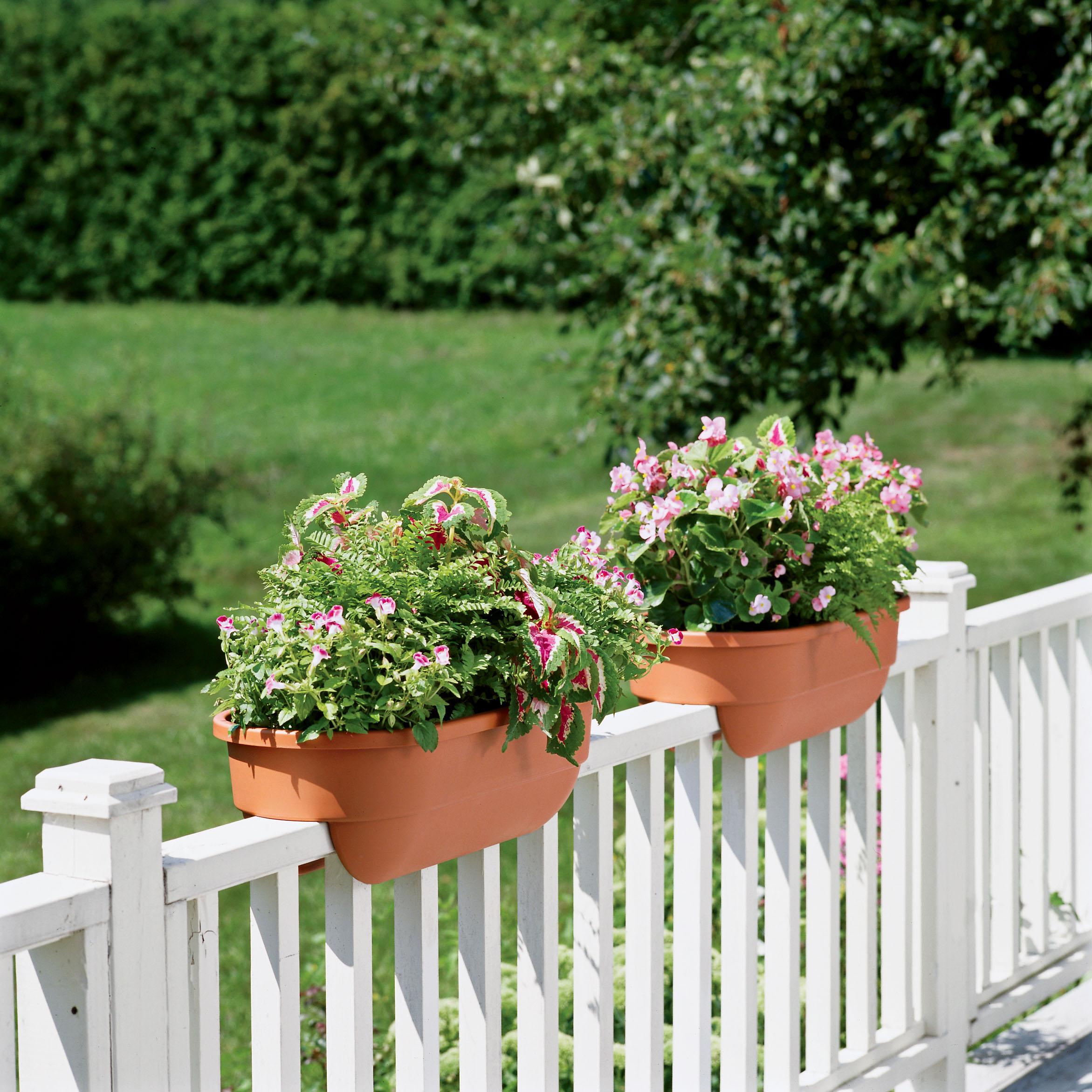 Deck rail planter design and ideas for Garden decking planters