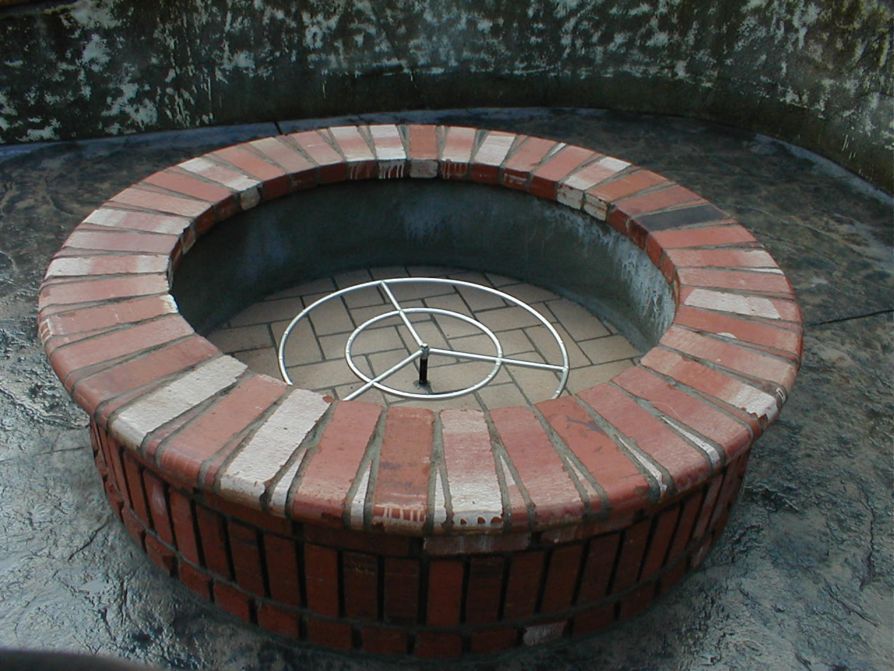 fire pit brick design  photo - 1