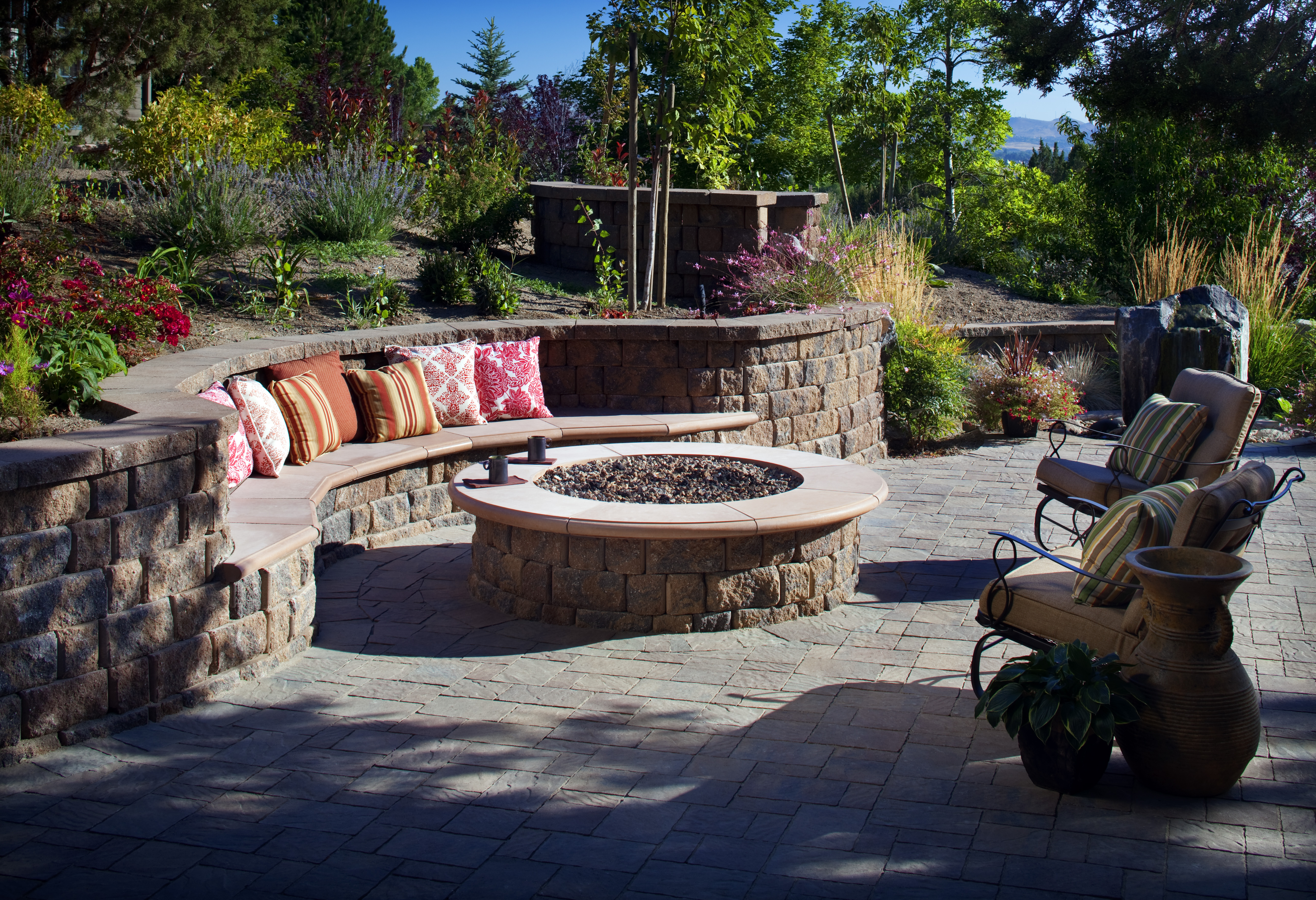 fire pit seating curved  photo - 2