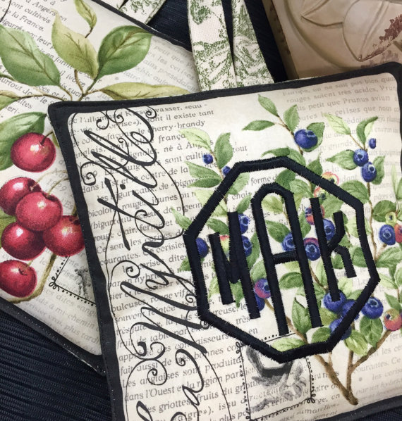 French country kitchen Pot Holder