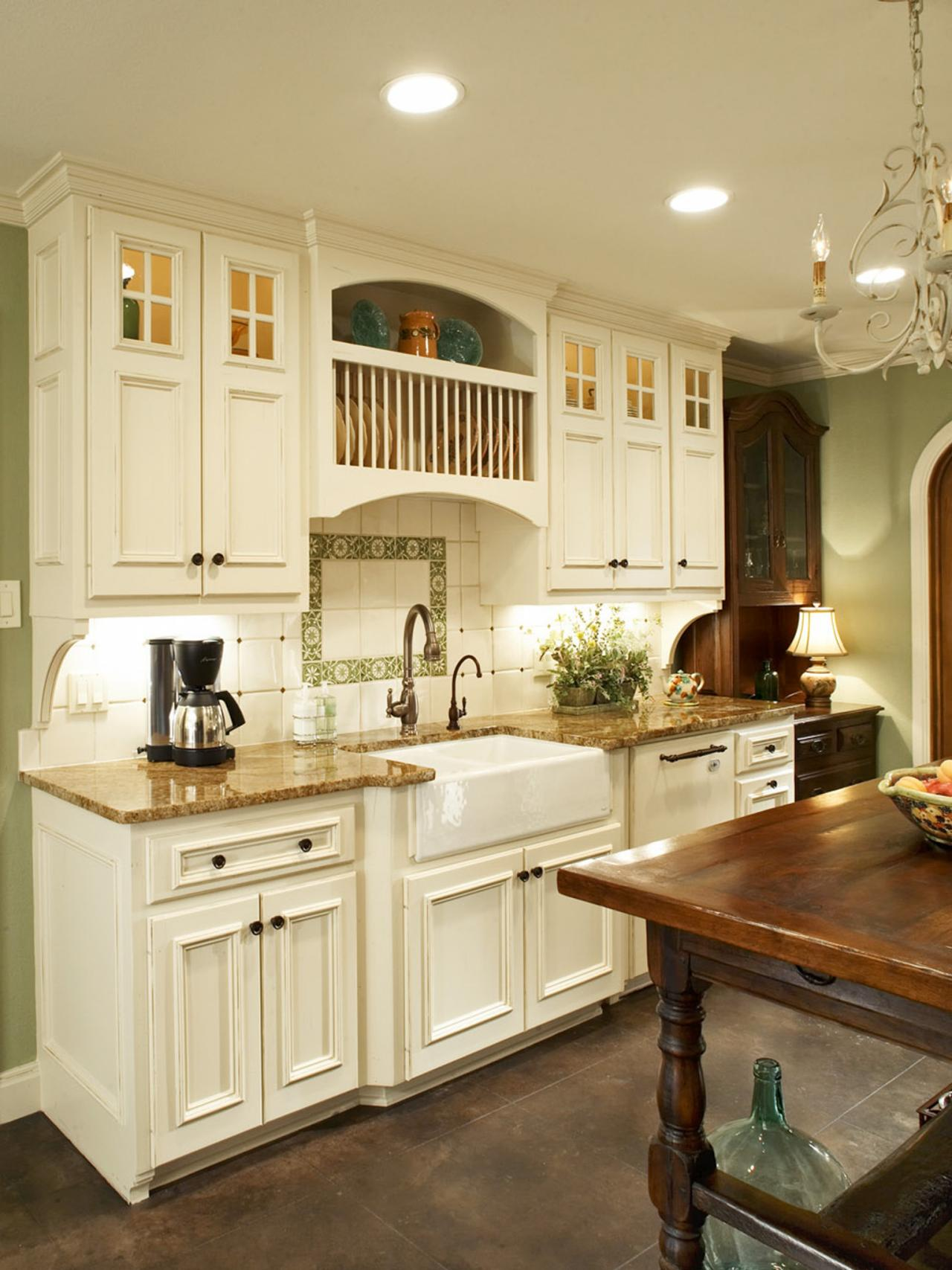 French country Tranquil kitchen