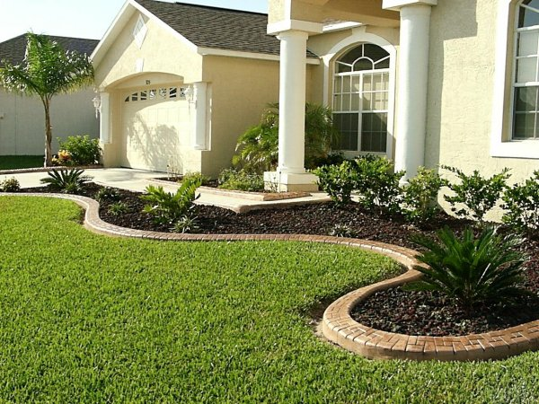 Front yard landscape ideas for a ranch house design and for Mulch border ideas