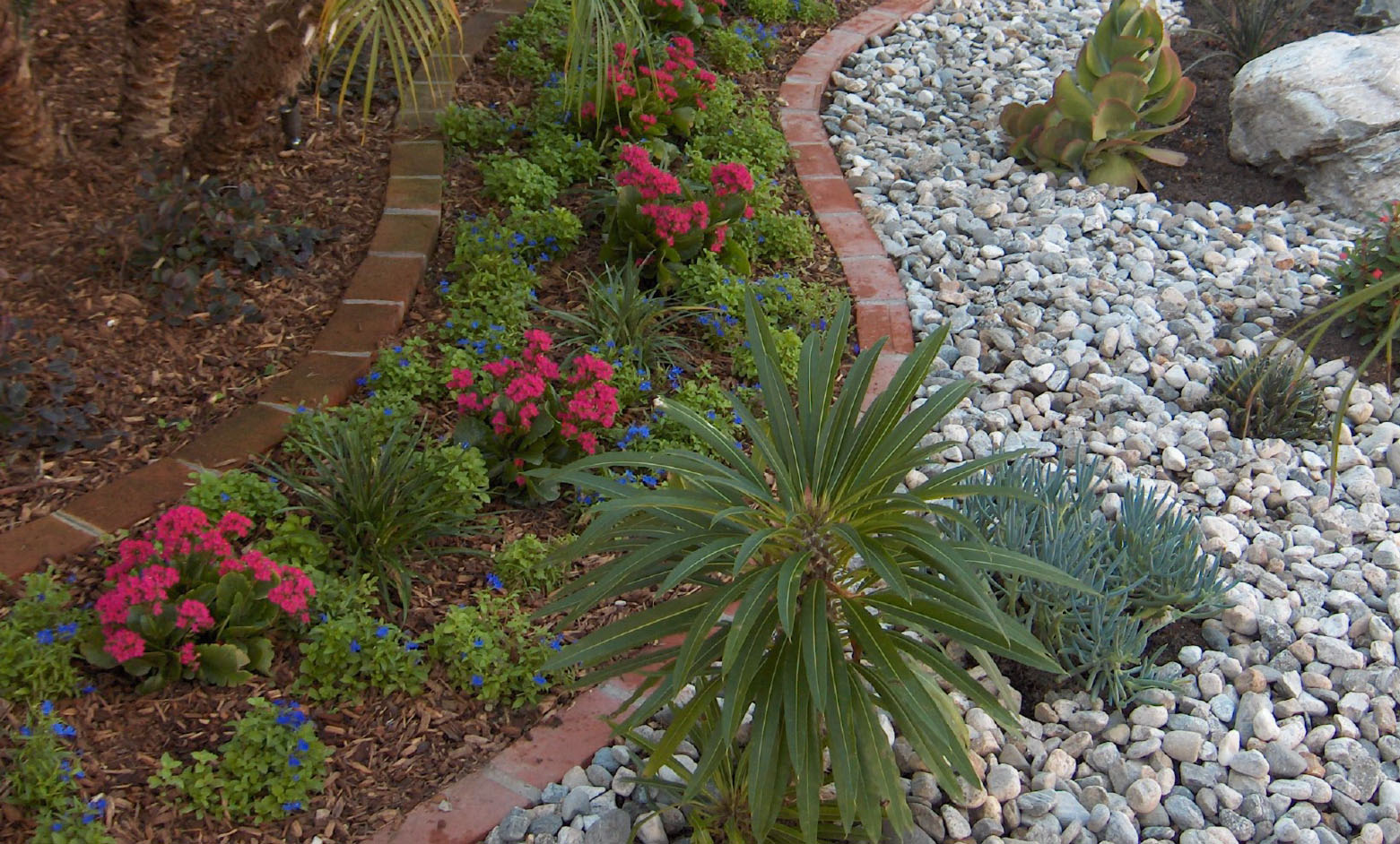 Landscaping With Rocks Vs Mulch