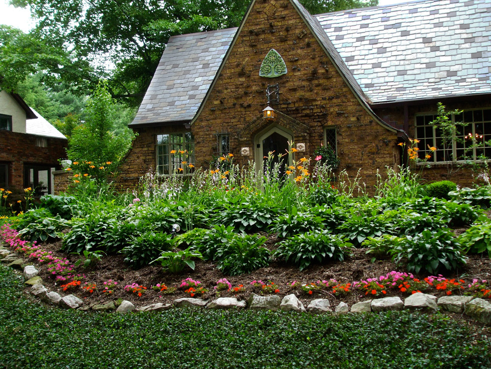 Low maintenance landscaping midwest design and ideas for Low maintenance garden pictures