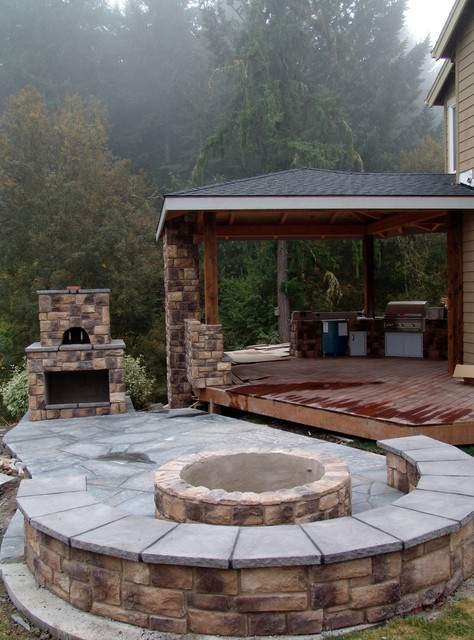 outdoor pizza oven and fire pit