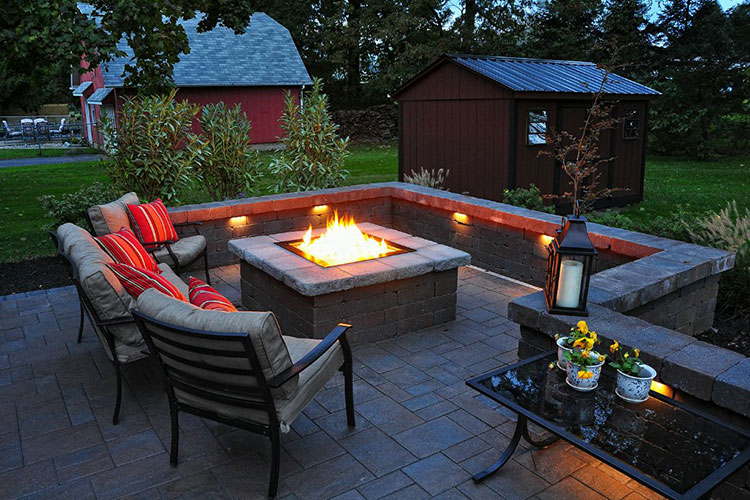 Charming Patio Fire Pit Design Ideas