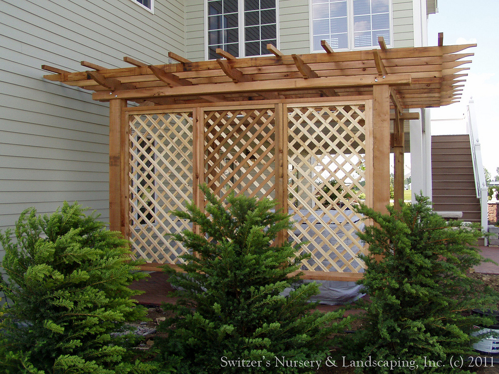 Patio deck privacy screens design and ideas for Lattice yard privacy screen
