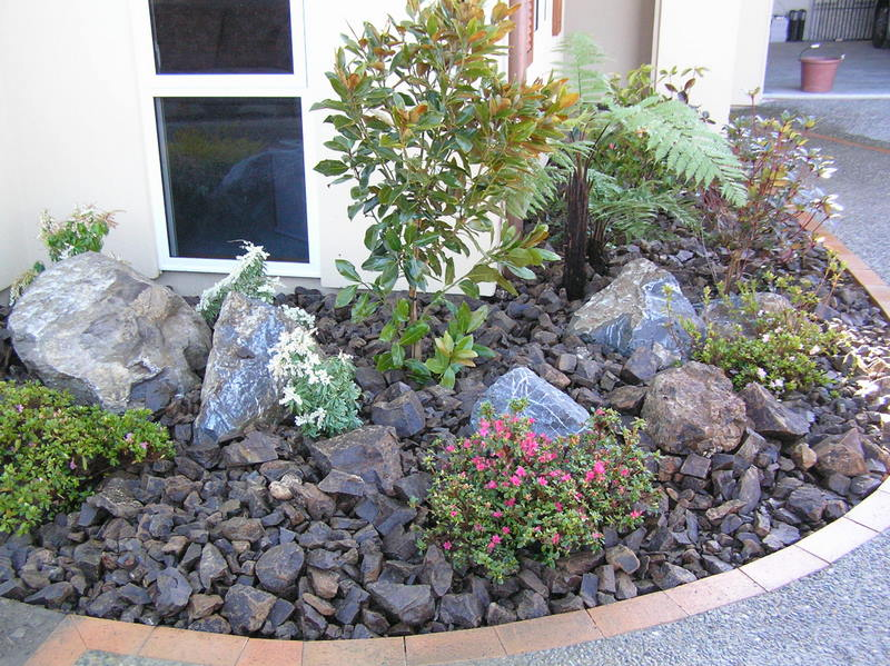 Rock bed landscaping ideas design and ideas for Rock landscaping ideas
