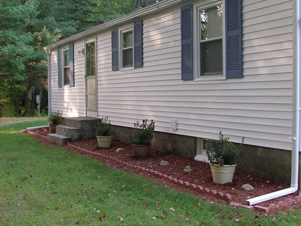 simple landscaping ideas front of house  photo - 2