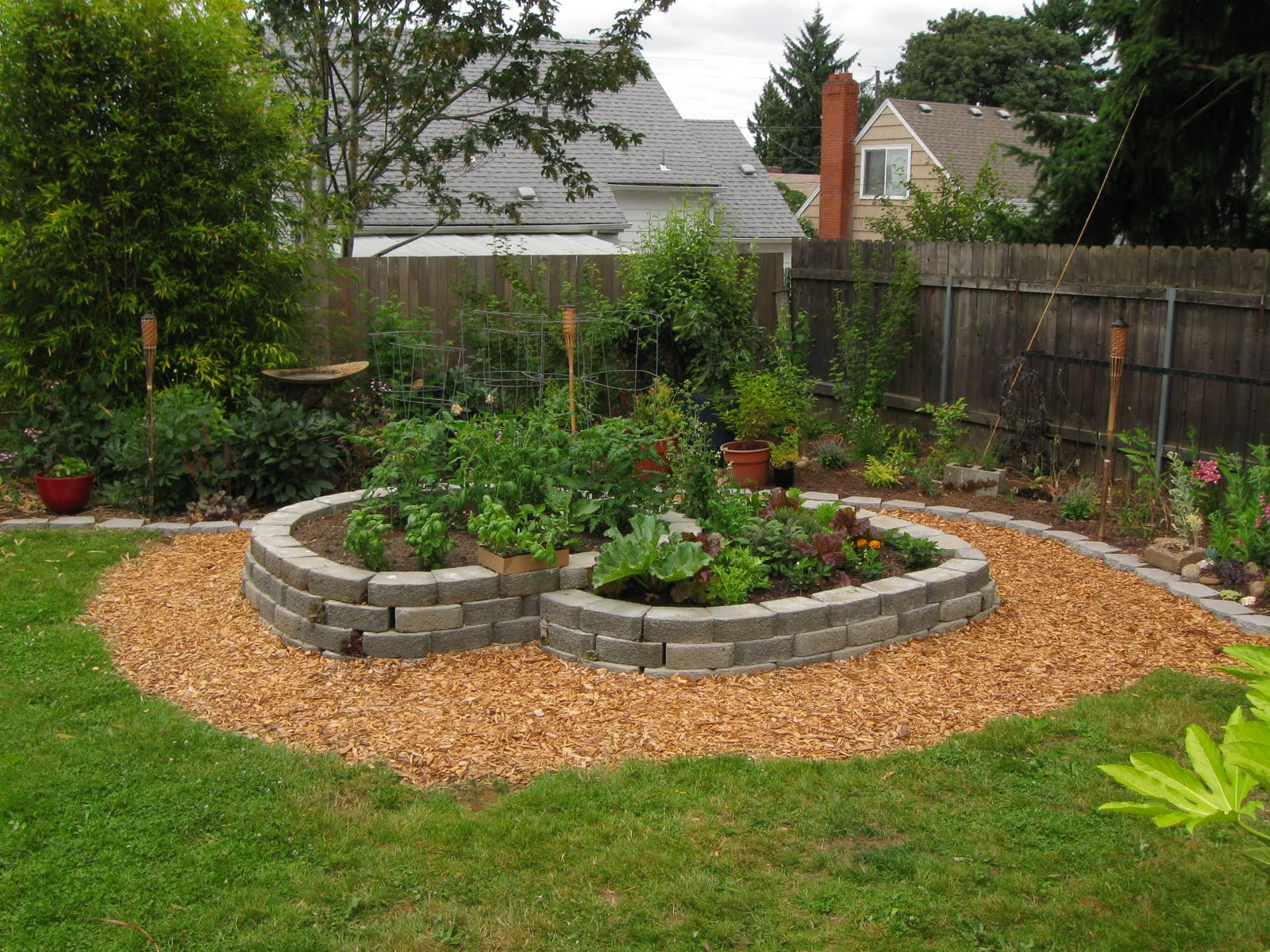 Simple landscaping ideas with low maintenance design and for Garden design ideas without grass low maintenance