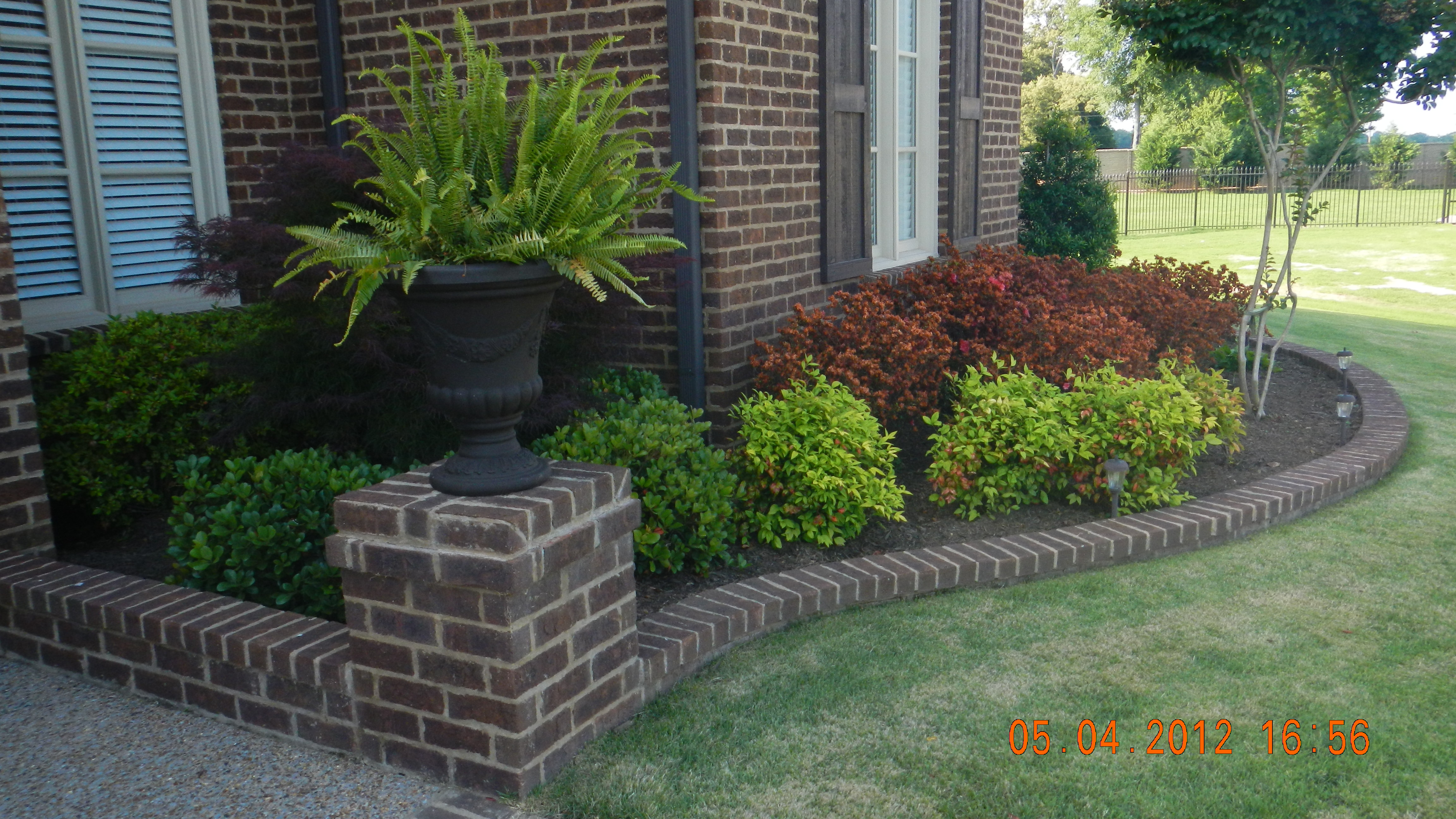Simple Landscaping Ideas with Low Maintenance