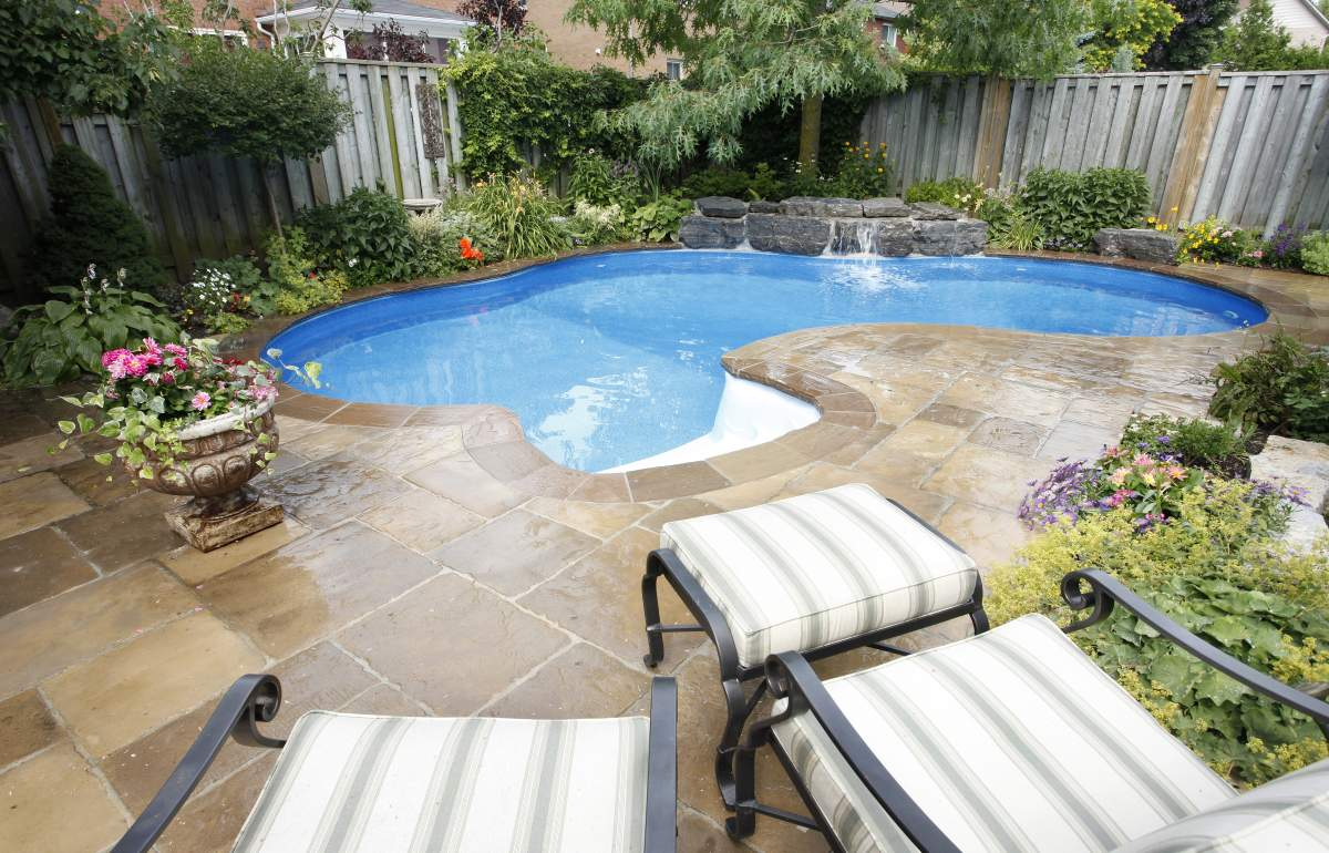 cool small backyard pools design and ideas